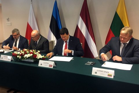 Polish, Estonian, Latvian and Lithuanian ministers of agriculture signing the joint declaration.